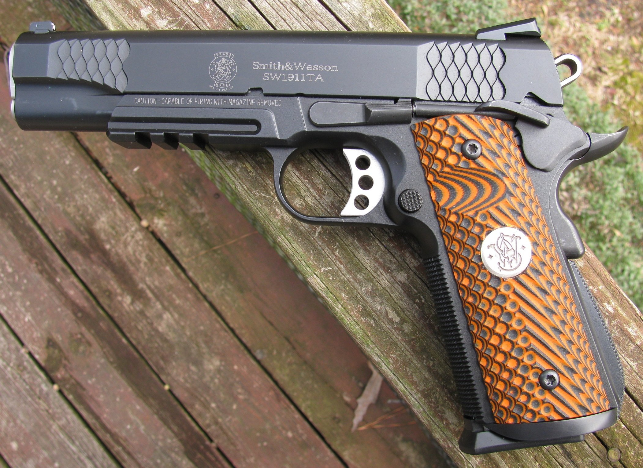 Click image for larger version  Name:1911 grips s&w 002 (2).JPG Views:47 Size:1.64 MB ID:512586
